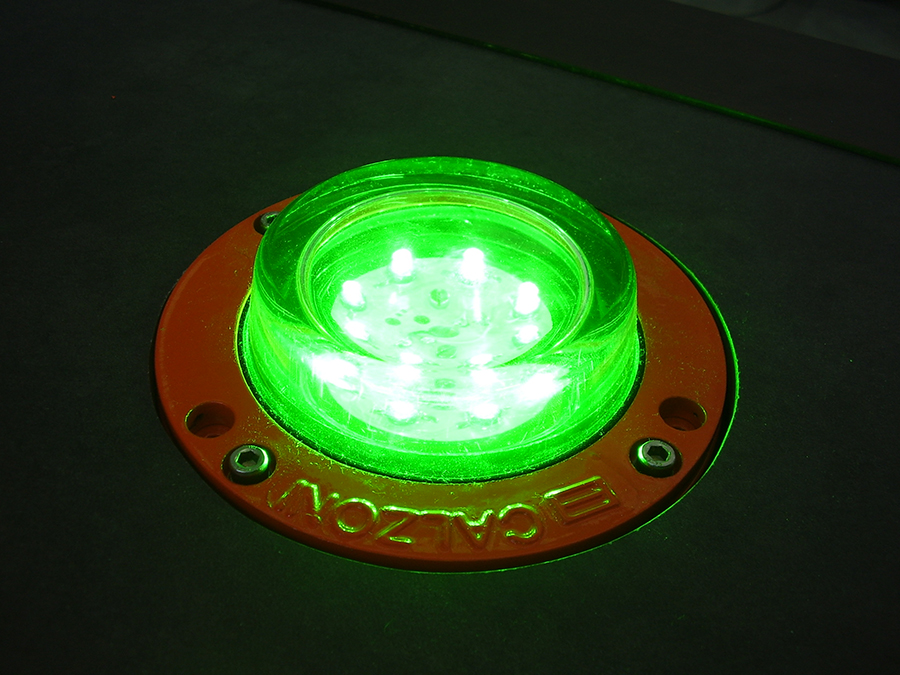 Omnidirectional TLOF light for flush and elevated installation, available in all the isocandela diagrams for heliports.